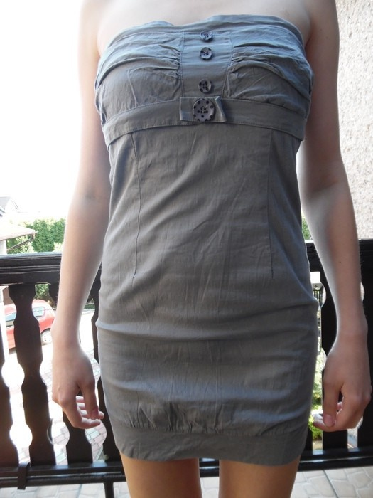 sukienkę szarą XD Collection z metki L XL ale to raczej L