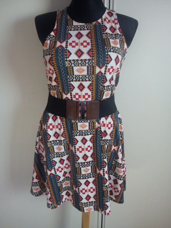 Modna świetna sukieneczka aztek