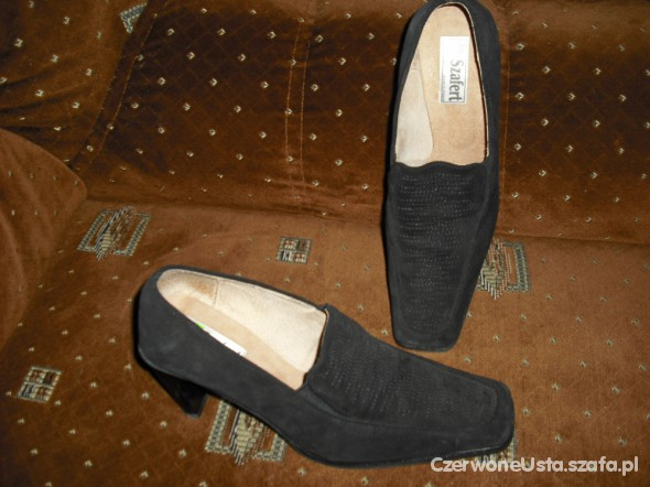 kruczoczarne zamszowe pantofle szafert