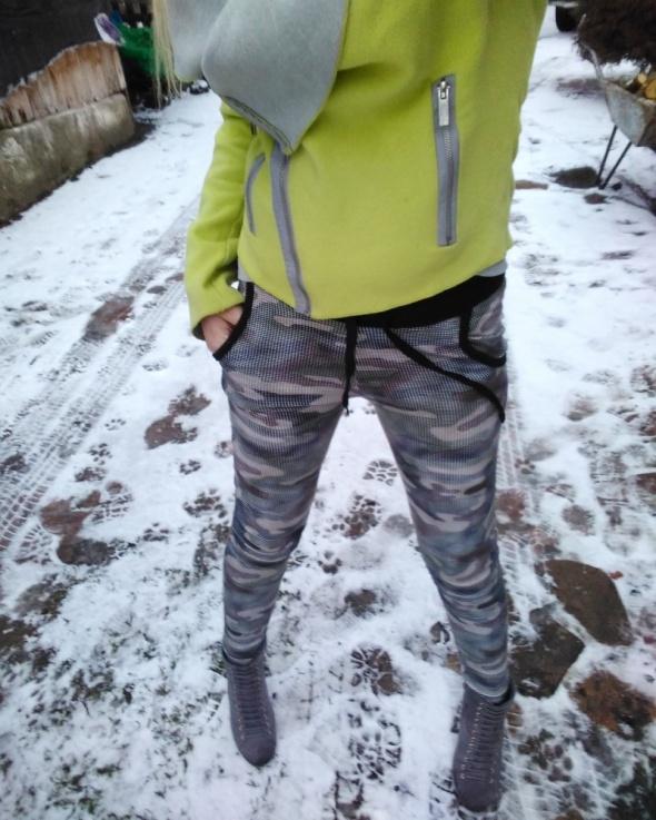 Spodnie rurki moro dresy xs s
