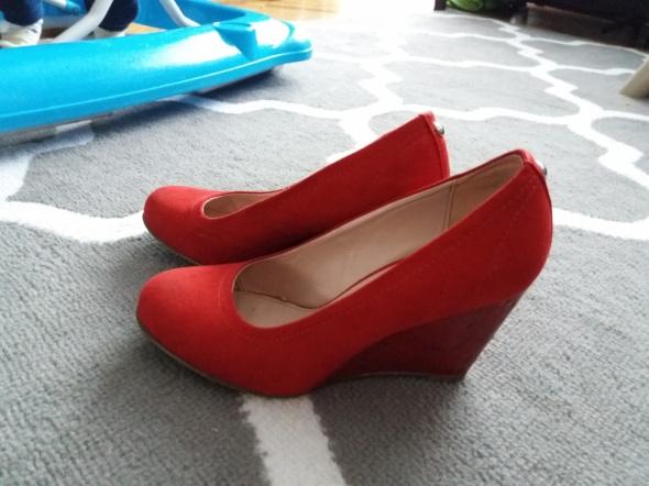 Czerwone koturny
