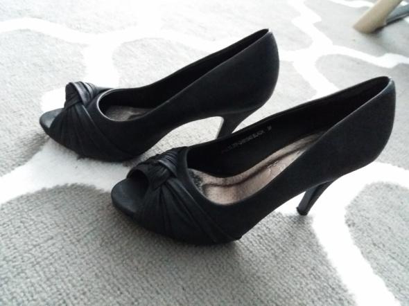 Czarne buty szpilka