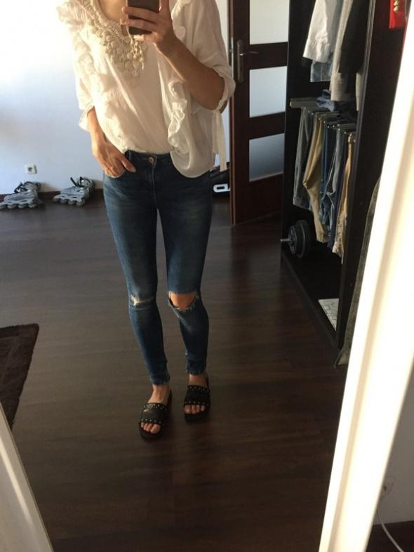 Jeansy z diurami Zara