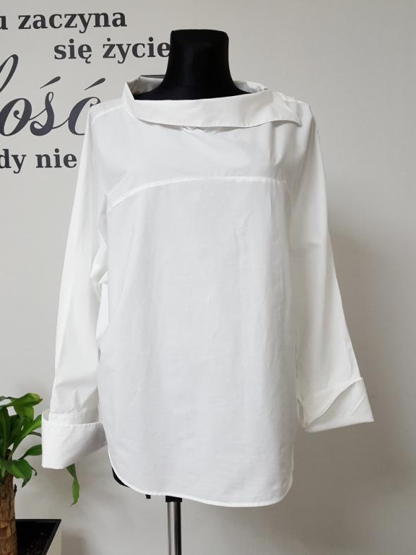 biała luzna koszula