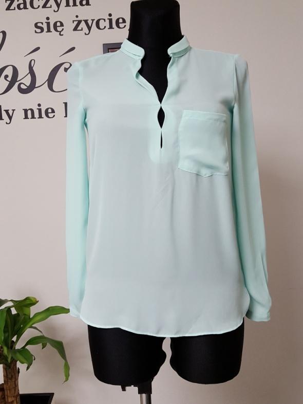 turkusowa bluzka z kieszenią
