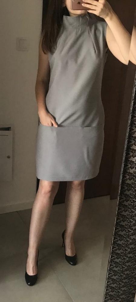 Elegancka szara klasyczna sukienka prosta basic stójka kołnierz...