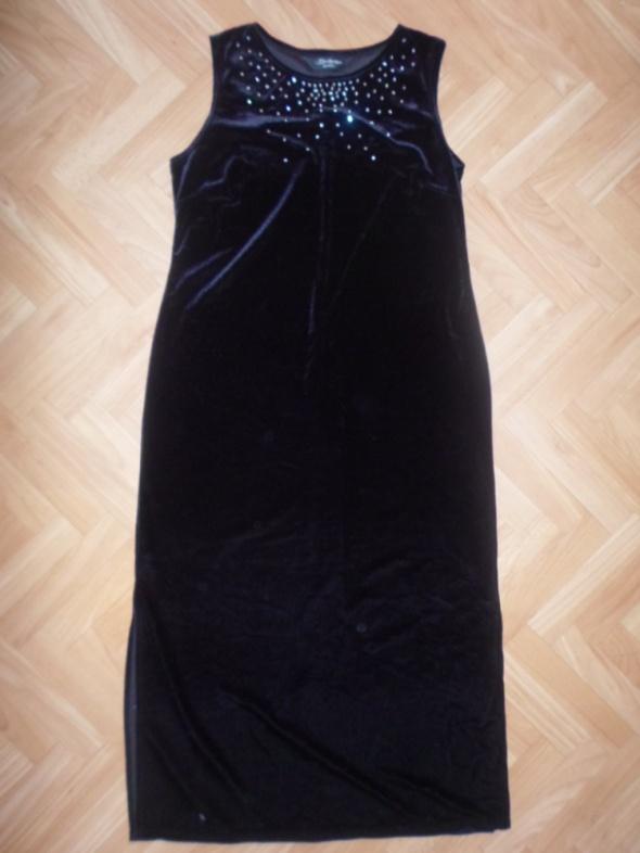 Welurowa sukienka z oczkami rozmiar 42