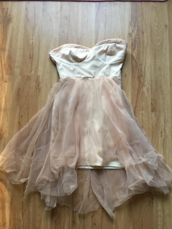 Tiulowa sukienka Bershka