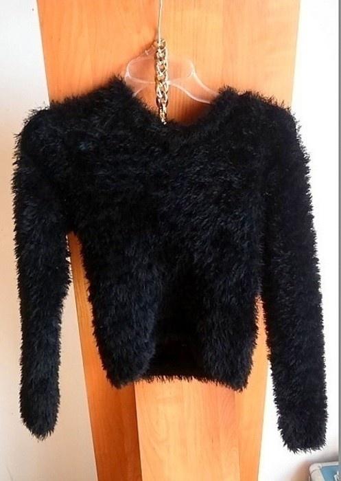 sweter włochaty czarny r S