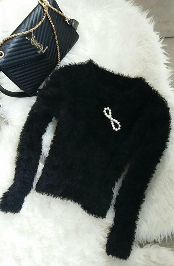 sweter czarny włochaty r S