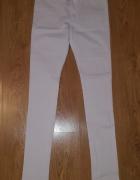 Białe rurki wąskie spodnie L...