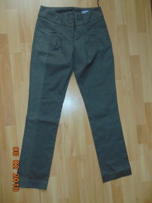 spodnie materiałowe...