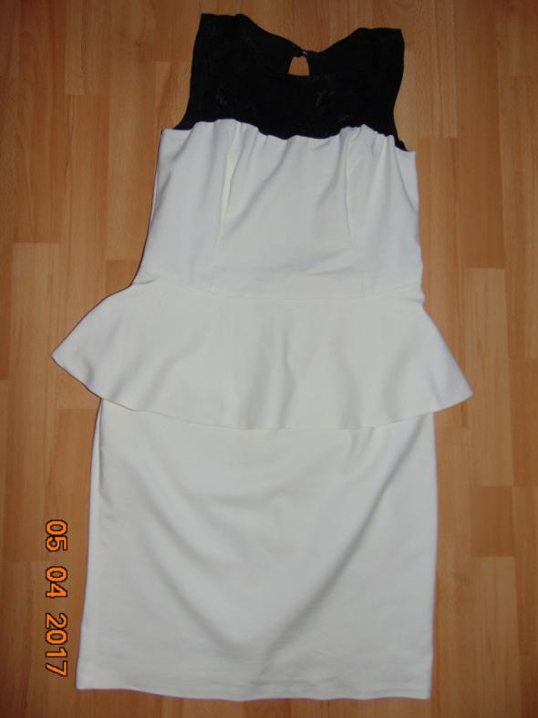 Elegancka sukienka baskinka koronka biała
