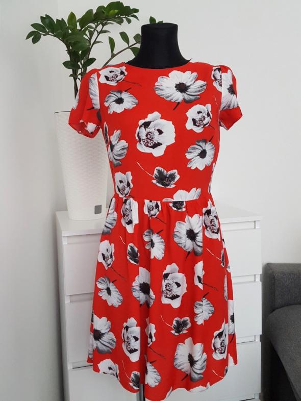 czerwona sukienka w kwiaty Atmosphere