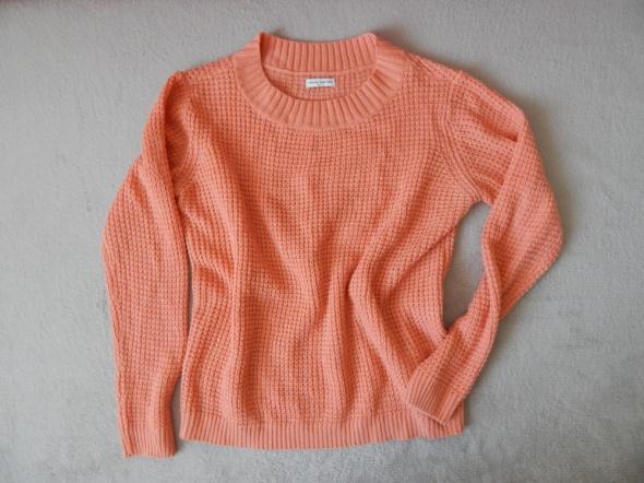 Brzoskwiniowy ciepły sweter...