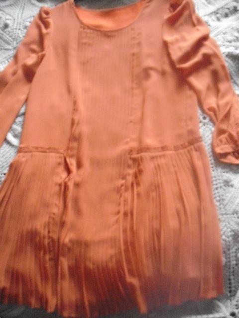 Elegancka oryginalna ceglasta szyfonowa sukienka z fałdkami aso...
