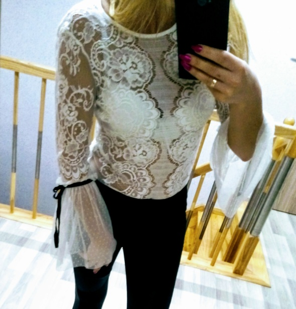 Elegancka koronkowa bluzka