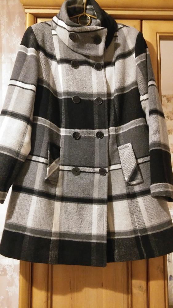 Elegancki płaszczyk w kratę