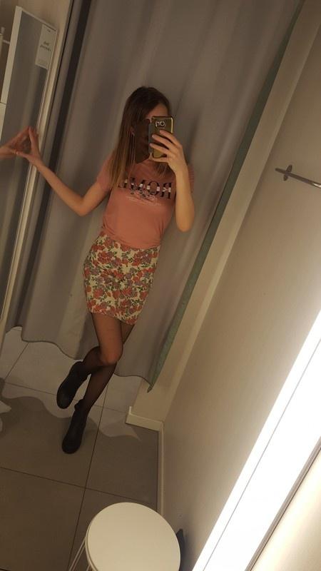Modna spodnica w kwiaty new look s...