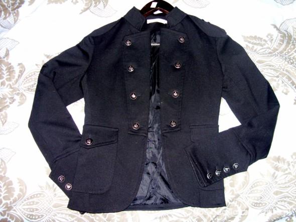 Czarna militarna marynarka z guzikami jak Zara