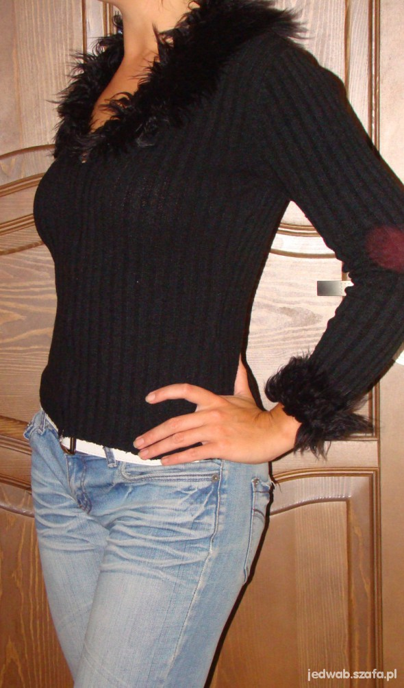 czarny sweterek na zamek z futerkiem