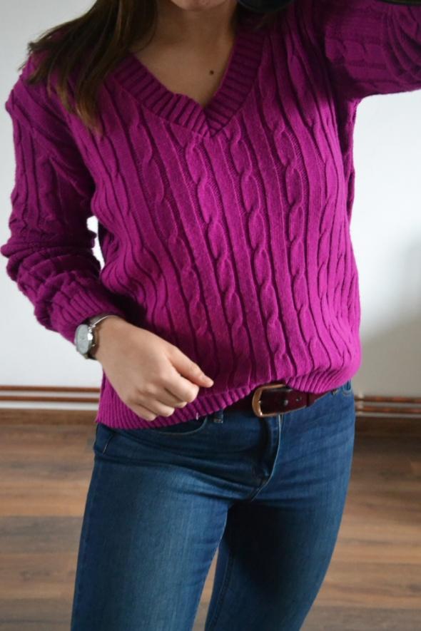 Fioletowy sweterek na jesień warkocze