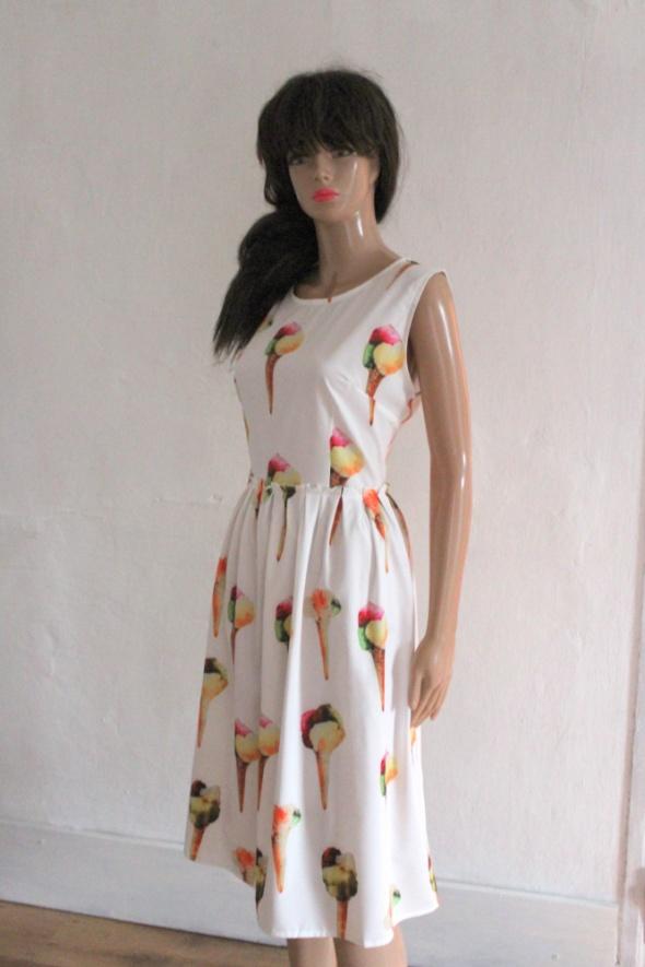 Biała rozkloszowana sukienka w kwiaty r L...