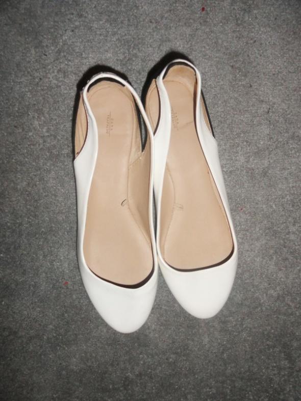 Balerinki Zara Trafaluc biało czarne z wycięciem z boku...