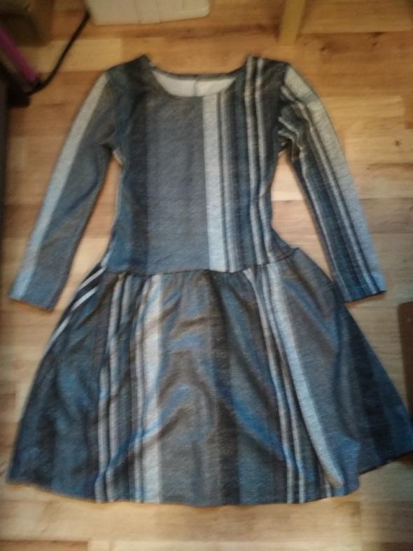 Szara sukienka w paski XS rozkloszowana