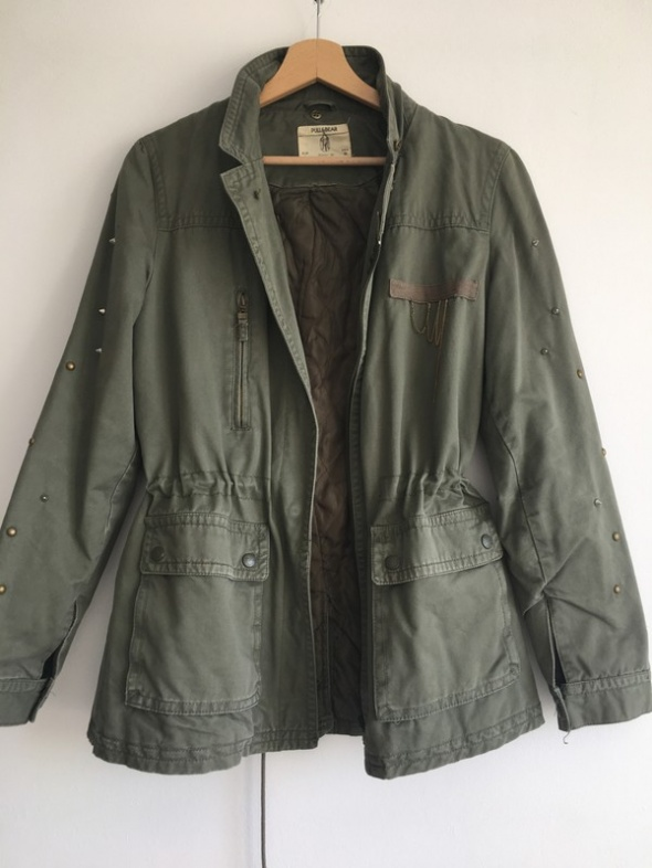 Militarna parka Pull and Bear...