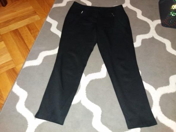 Czarne spodnie eleganckie F&F...