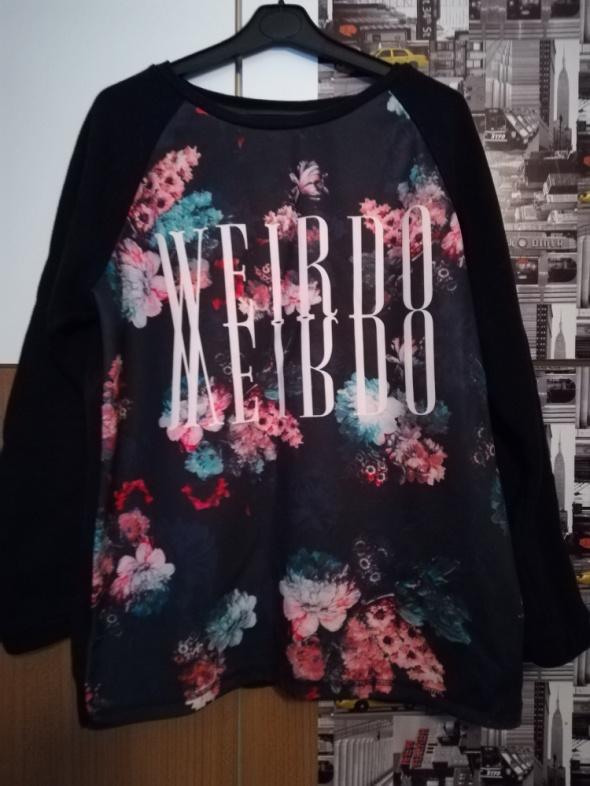 Czarna bluza z kwiecistym wzorem...
