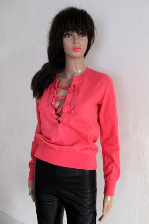 Różowa krótka bluzka bluza wiązany dekolt r XS...