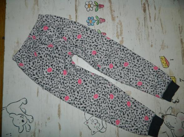 Piżamki Essentials spodnie od piżamki roz 140