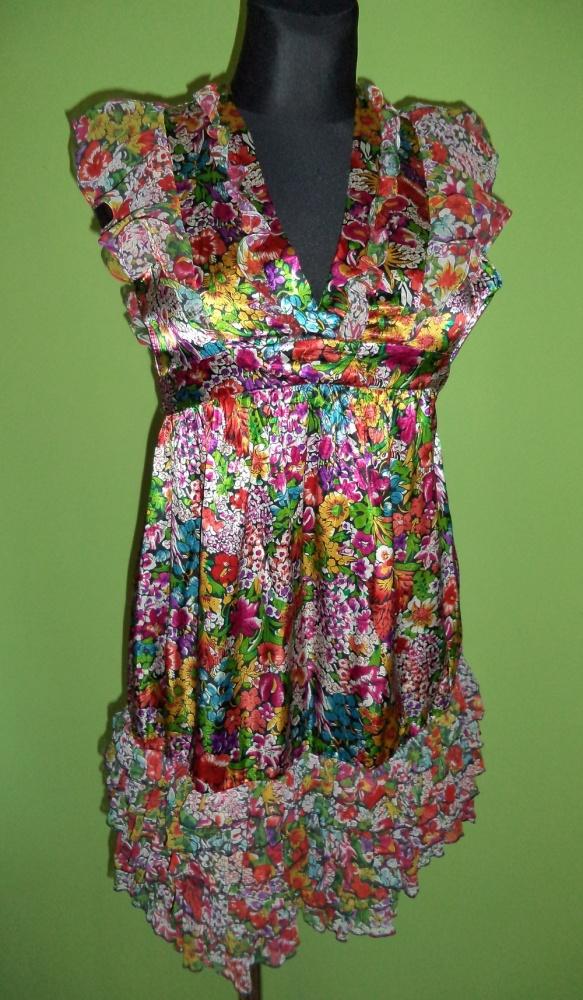 Sukienka kwiatki wycięcia falbanki...