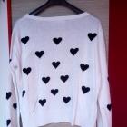 Biały rozpinany sweter Atmosphere czarne serca
