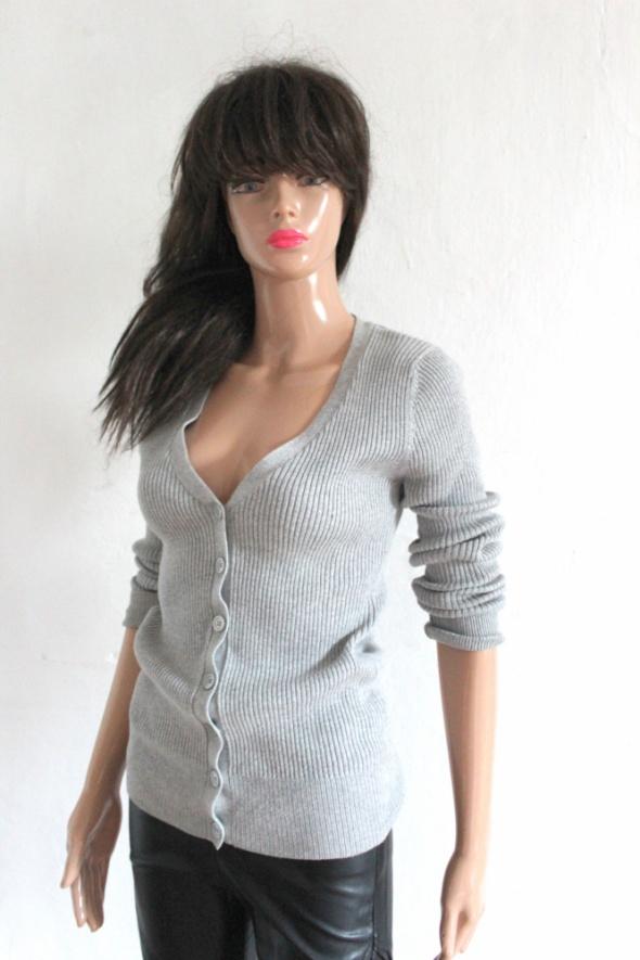 Szary sweterek w prążki zapinany na guziki r S...
