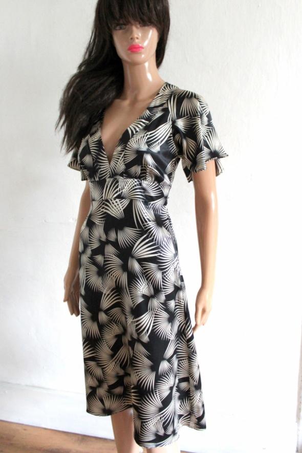 Suknie i sukienki Czarna atłasowa sukienka we wzory r XS