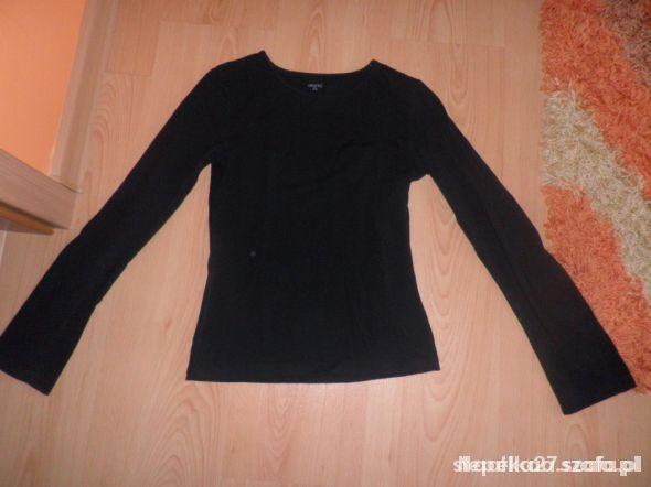 Czarna klasyczna bluzka z długim rękawem...