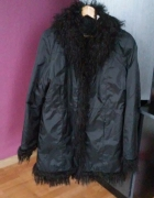 czarny płaszczyk...
