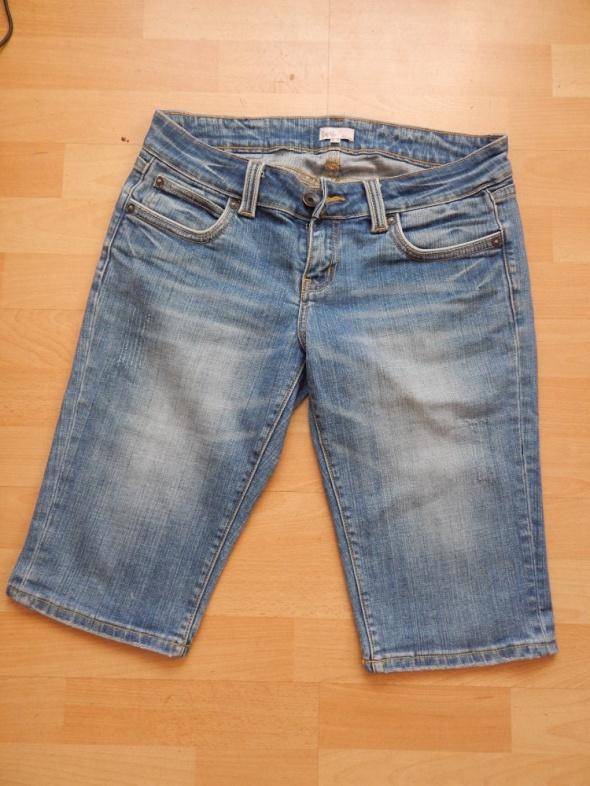 jeansy do kolana