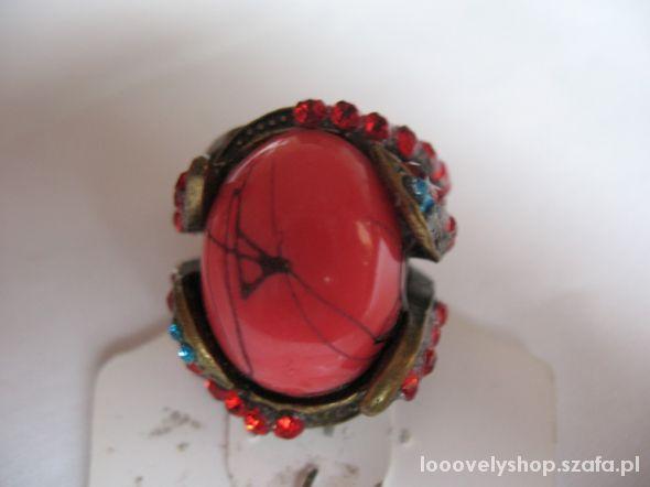 Nowy pierścionek koral