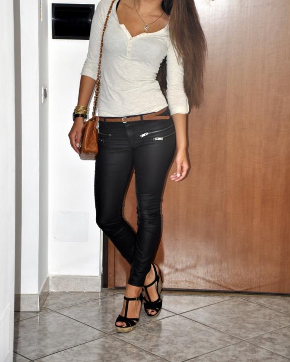 czarne woskowane spodnie ZARA XS...