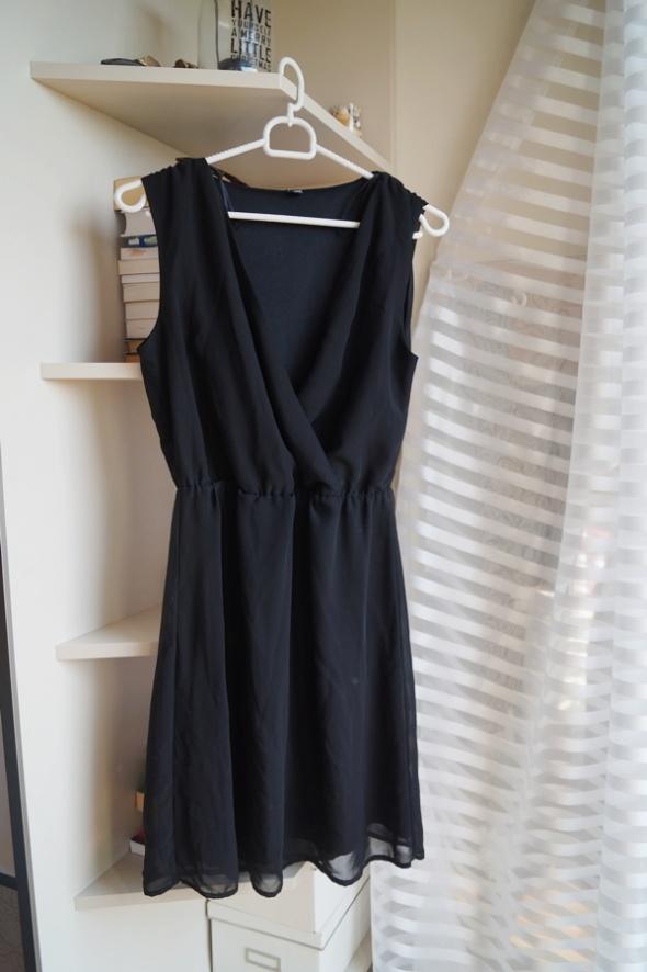 Czarna zakładana sukienka Pimkie XS S