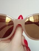 Beżowe okulary przeciwsłoneczne z pozłacanymi soczewkami...