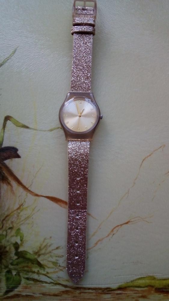 Nowy zegarek Brokat złoto Avon...