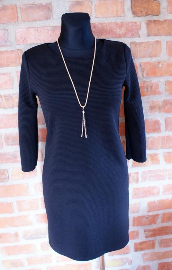 czarna sukienka zip m