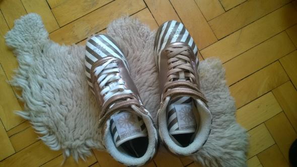 Buty Reebok z wysoką cholewką złoto białe paski