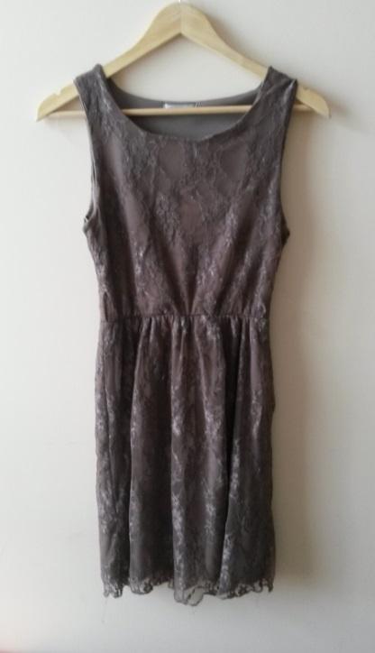 koronkowa sukienka brązowa