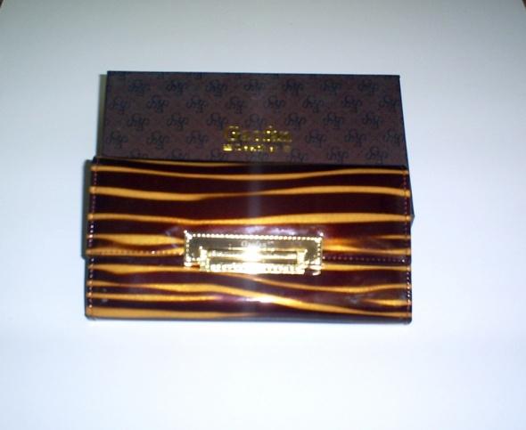 Nowy skórzany portfel brązowy lakierek